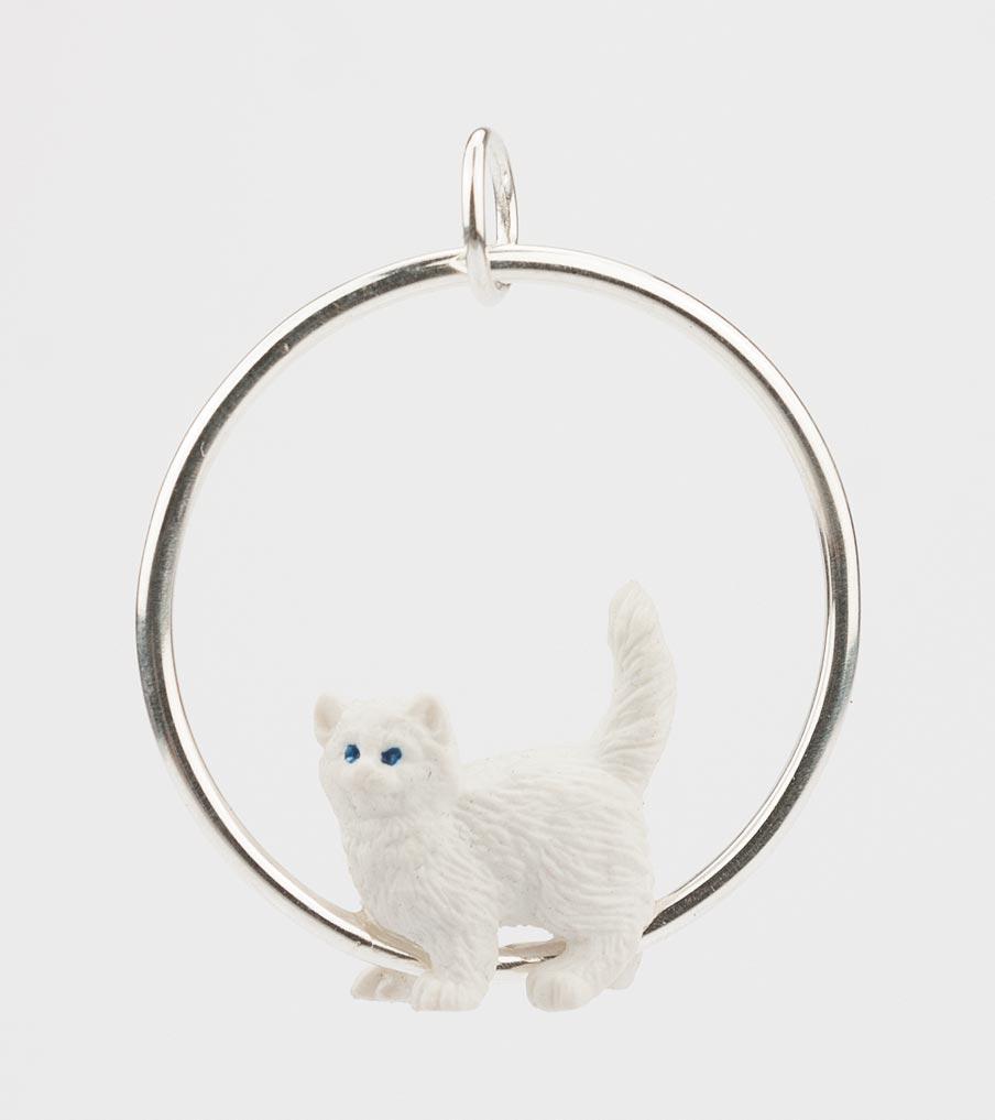 Witte kat hanger | Sieraad - Belinda Brama