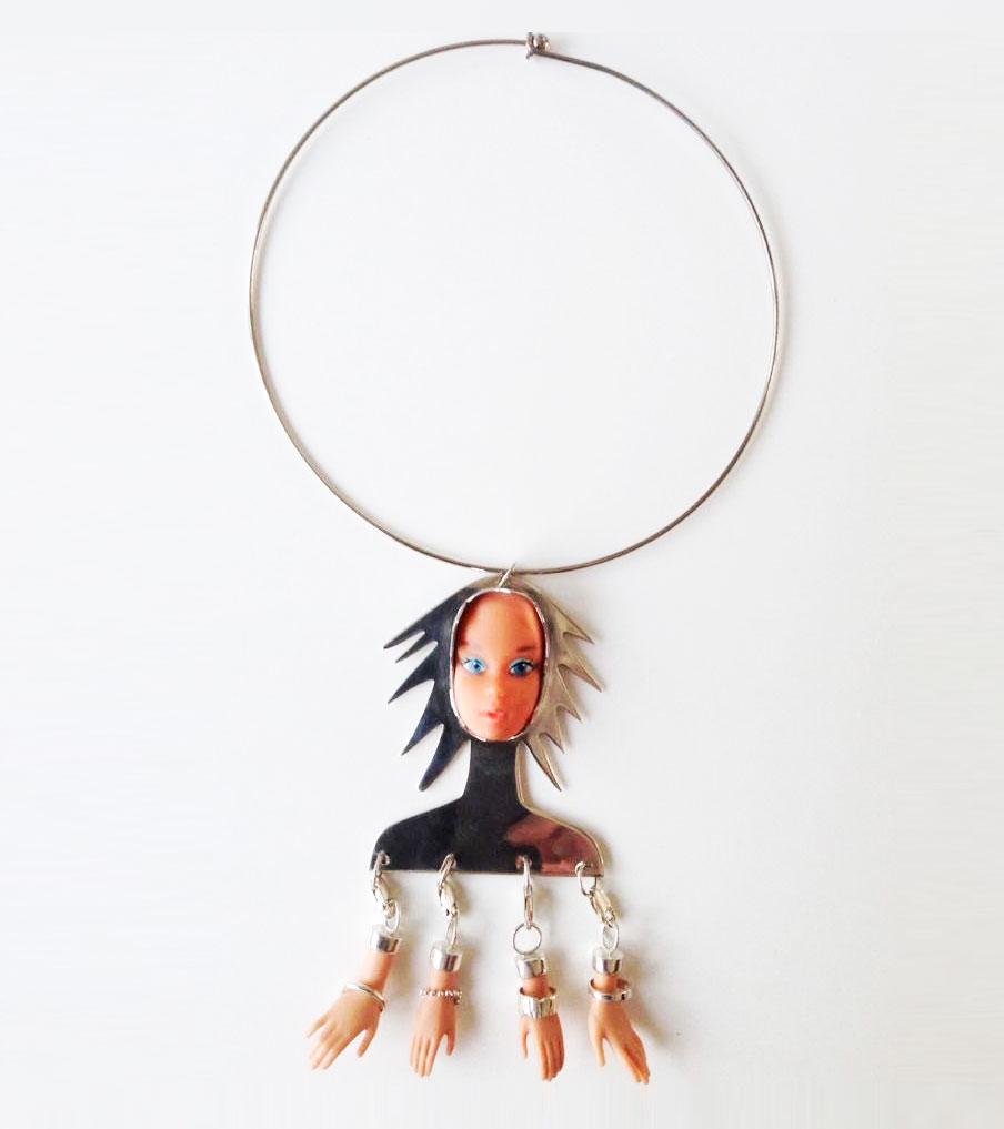 Barbie met handjes hanger | Sieraad - Belinda Brama
