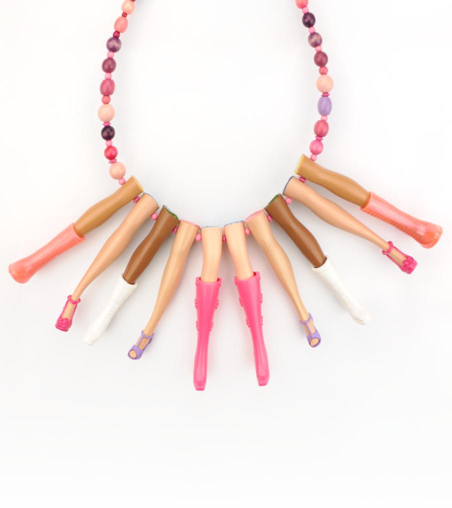 Pink legs - hanger | Sieraad - Belinda Brama