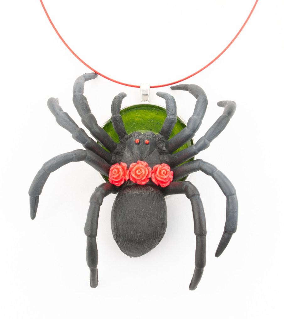 Spider red rose - hanger | Sieraad - Belinda Brama