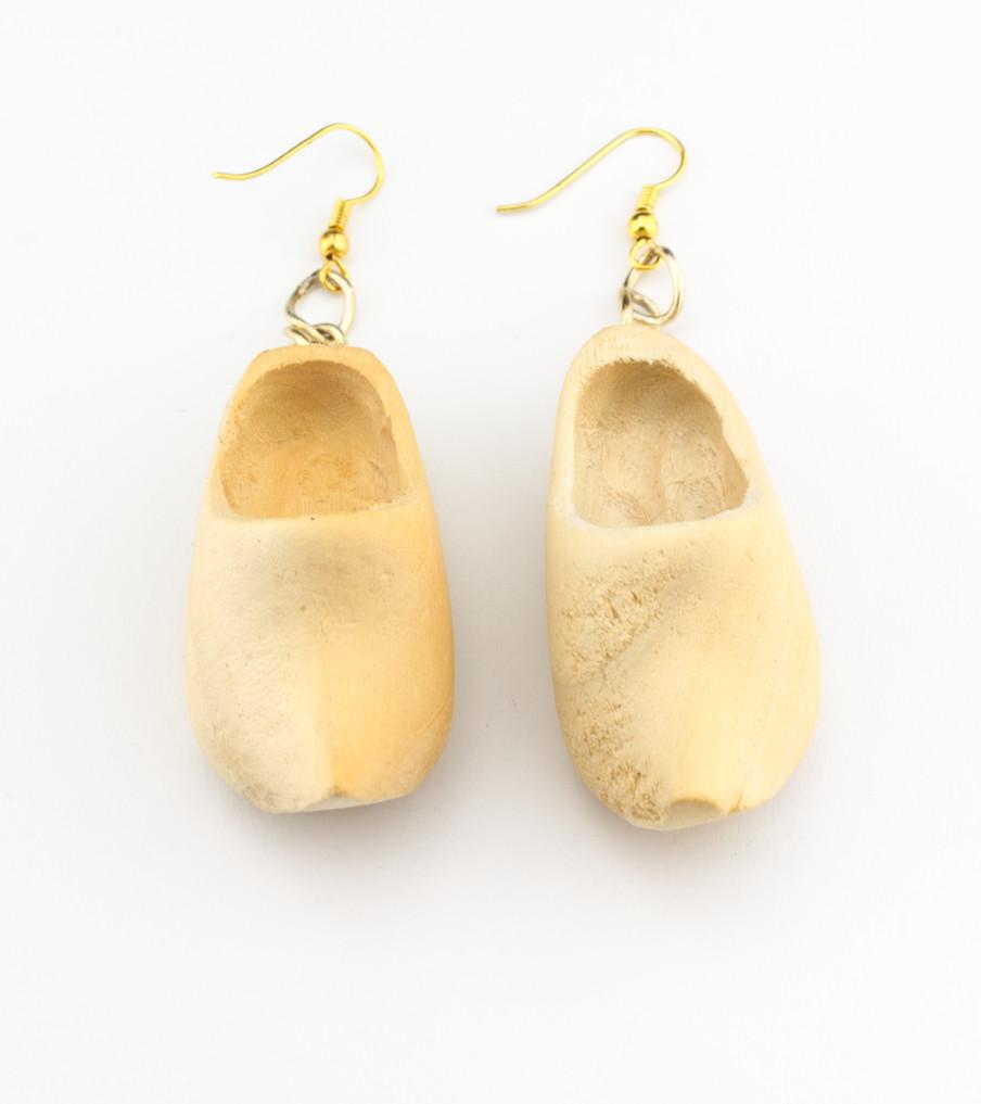 Wooden shoes - oorbellen   Sieraad - Belinda Brama