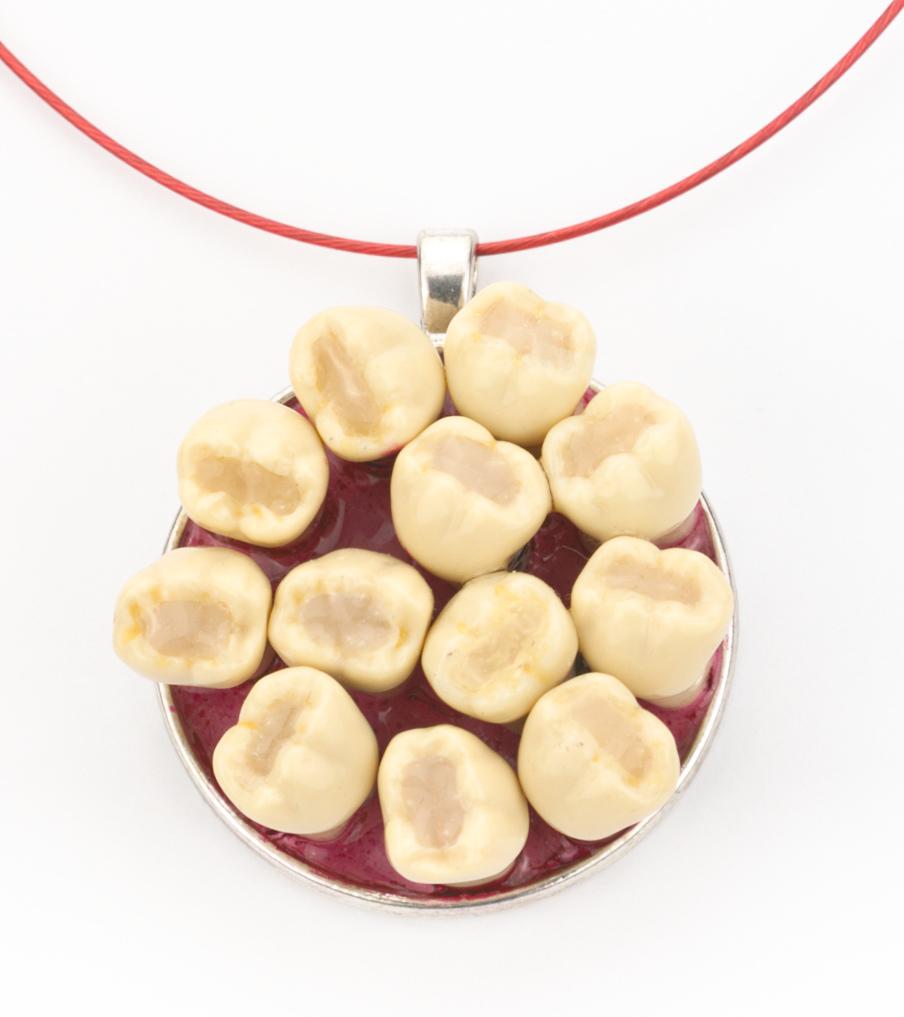 Teeth - hanger | Sieraad - Belinda Brama